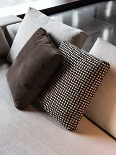MILANO - Designer Cushions from Minotti ✓ all information ✓ high-resolution images ✓ CADs ✓ catalogues ✓ contact information ✓ find your. Living Room Cushions, Sofa Pillows, Cushions On Sofa, Throw Pillows, Pillow Fabric, Pillow Set, Soft Seating, Transitional Decor, Bed Throws