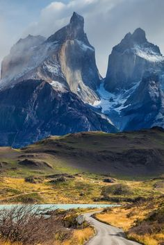 10 Most Beautiful Places in Chile Parc National Torres Del Paine, Places To Travel, Places To See, South America Travel, Travel Photos, Chile Patagonia, Patagonia Travel, Patagonia Mountains, Travel Inspiration