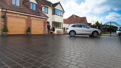 Drivesys Split Stone features the signature contoured base and comes with the right amount of ready mixed jointing compound to reduce the laying time. The five complementary sizes, created from real stone masters, create the premium stone look to ensure a cost effective but stunning alternative to natural stone setts with the reliability of a modern driveway system