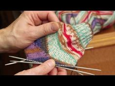 ARNE & CARLOS best tips for sock Knitting: How to close unwanted holes when knitting the heel. This week, we give you some of our best tips for sock knitting. There is nothing more annoying than knitting a heel and getting holes on the sides. Knitting Books, Knitting Videos, Free Knitting, Sock Knitting, Crochet Socks, Crochet Stitches, Knitted Hats, Knit Crochet, Knit Socks
