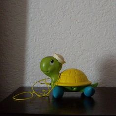 Fisher Price  TAG ALONG TURTLE 1977 Vintage Pull Toy