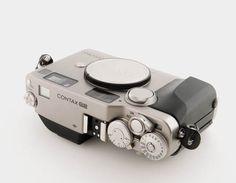 Film Camera, Camera Lens, Antique Cameras, Retro Camera, Photography Equipment, Amazing Photography, Photographers, Lenses, Minimalist