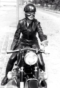 combustible-contraptions:  1958 BMW R69S | Anke Eve Goldmann
