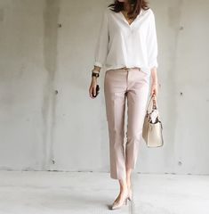 46 Classy Office Attire Outfit Ideas Working in a business environment has got a great deal of advantages, from both a professional and a financial point […] Smart Casual Outfit, Casual Work Outfits, Office Outfits, Work Casual, Smart Casual Women Office, Work Outfit 2018, Womens Fashion For Work, Work Fashion, Trendy Fashion