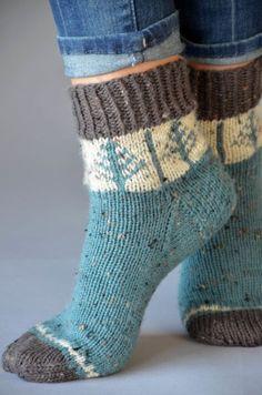 Day 1 of Winter – Universal Yarn Creative Network Fair Isle Knitting, Knitting Socks, Free Knitting, Tricot Simple, Universal Yarn, Quick Knits, Patterned Socks, Wool Socks, Designer Socks