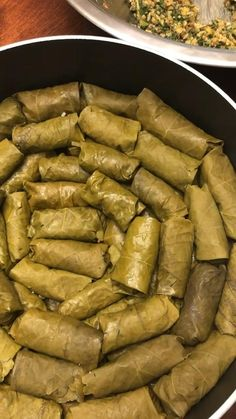Vegetarian grape leaf Dolmeh is a labor of love, but these flavorful rolls are totally worth it! Middle East Food, Middle Eastern Recipes, Palestine Food, Spaghetti Sauce Easy, Grape Leaves Recipe, Yummy Drinks, Yummy Food, Iran Food, Actifry Recipes