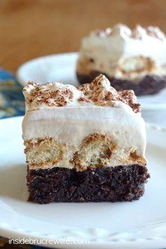 Tiramisu Brownies - brownies with coffee cheesecake & coffee dipped cookies make an amazing dessert! Cookie Desserts, Just Desserts, Delicious Desserts, Dessert Recipes, Yummy Food, Cake Recipes, Gourmet Cookies, Italian Desserts, Bar Cookies
