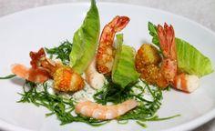 Salade romaine, condiment tzatziki par Alain Ducasse Alain Ducasse, Tzatziki, Shrimp, Salads, Meat, Food, Drizzle Cake, Spicy Shrimp, Romaine Salad