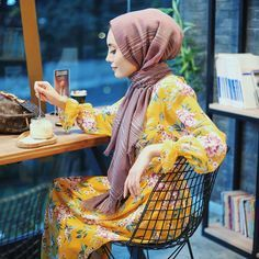 Right now, it& a disease that I don& take off a few combi . Modesty Fashion, Abaya Fashion, Fashion Outfits, Hijab Style, Hijab Chic, Street Hijab, Modele Hijab, Muslim Women Fashion, Queen Fashion