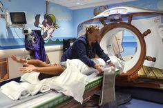En el Hospital Nueva York-Presbyterian, un hospital para niños en el que han adquirido este impresionante escáner de baja dosis de radiación, con todo lo que... http://ambulanciasyemerg.blogspot.com.es/2014/12/escaner-para-ninos-porque-ellos-lo-valen.html
