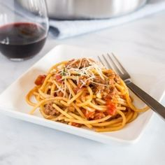 One Pot Spaghetti with Meat Sauce - Dinners, Dishes, and Desserts Cheesy Sausage Pasta, Sausage Pasta Recipes, Easy Pasta Recipes, Spaghetti Recipes, Meat Recipes, Pasta Recipies, Casserole Recipes, Dinner Recipes, One Pot Spaghetti
