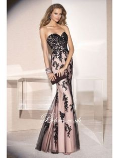 2015sweetheartfitandflareeveninggownwithlaceappliques.jpg (390×520)
