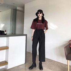 Check out this classy Korean street fashion .- Karo heraus diese noble koreanische Straßenmode Check out this classy Korean street fashion - Spring Fashion Casual, Trend Fashion, Korean Fashion Trends, Look Fashion, Daily Fashion, Girl Fashion, Korean Street Fashion Urban Chic, Fashion Ideas, Classy Fashion