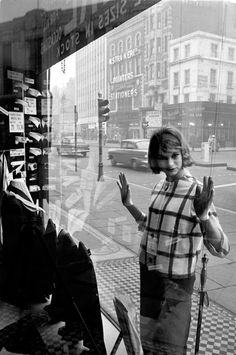 Jean Shrimpton, Edgware Road, 1960. Brian Duffy. Gelatin silver
