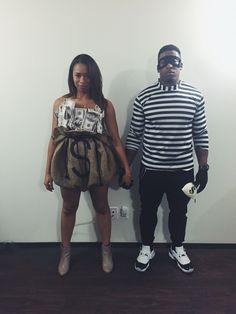 Robber and Bag of Money costume. Easy tutorial on aishaalcaraz.com