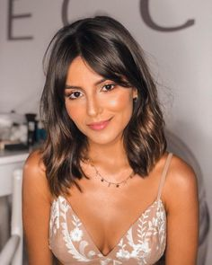Long bob with bangs: 50 inspirations to enter this trend 2020 Hair Trends bangs bob bobhairstyle enter Inspirations long trend Bob Hairstyles With Bangs, Long Bob Haircuts, Side Fringe Hairstyles, Oval Face Haircuts, Lob Hairstyle, Pixie Haircuts, Hairstyle Ideas, Medium Hair Styles, Short Hair Styles