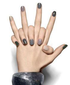 爪ごとに違う色を配し、濃淡のグラデーションを作っています。シックなグレーがメタリックのブレスレットとも合い、クールな印象に。