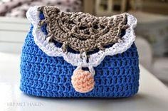 Crochet purse clutch by Hip met Haken. Free pattern available.