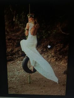 Rue De Seine - Daisy Used Wedding Dresses, Wedding Dress Sizes, Second Hand Dresses, Daisy Wedding, Silk Satin, Cap Sleeves, Bodice, Breast, Gowns