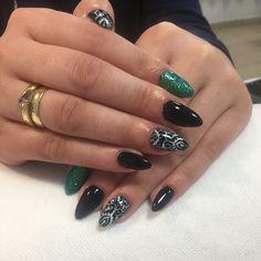 Nails chiodo semilac black white green