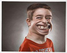 """Bert McLendon es un talentoso fotógrafo con sede en Austin, Texas, especializado en retratos de familias y niños, quien en su tiempo libre, se dedicó a crear una divertida serie con el filtro """"Licuar"""" en Photoshop. Se trata de """"Caricatures"""", exagerados y divertidos retratos que hace con su tableta wacom, los cuales según él, le toman menos de cinco minutos cada uno."""