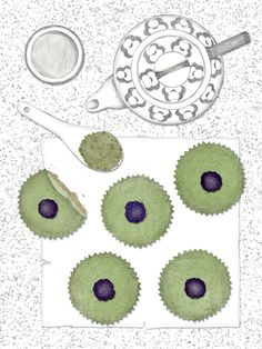 Mini Matcha Cheesecakes. New Cakes On The Block. Schnelles und einfaches Rezept. Illustration.