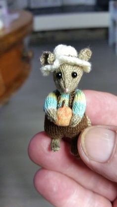 Knitting Projects, Crochet Projects, Knitting Patterns, Crochet Mouse, Knit Crochet, Felt Mouse, Knitted Animals, Knitted Dolls, Miniature Dolls