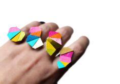 Declaración geométrica, anillos de neón, cuero triángulo joyería, anillo caleidoscopio