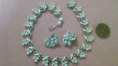 Vintage-Sign-Coro-demi-set-White-Flower-Choker-Earrings
