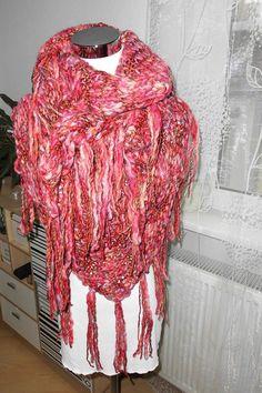 """XL-Dreieckstuch """"Riesenmaschen"""" Beere von Made by Jane M. auf DaWanda.com"""