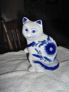 BLUE WHITE CERAMIC PORCELAIN CAT VERY SWEET