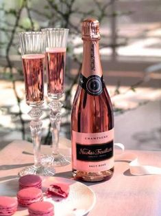 Nicolas Feuillatte Brut Rose Champagne, non-vintage (Champange, France) Macarons, Pink Macaroons, Nicolas Feuillatte, Rose Champagne, Champagne Flutes, Champagne Color, Champaign Pink, Champagne France, Wedding Champagne