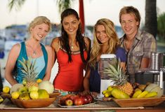 rikki cleo bella and lewis just add water Cariba Heine, Indiana Evans, Phoebe Tonkin, H2o Mermaids, Mermaid Pictures, Ordinary Girls, Poses, Favorite Tv Shows, It Cast