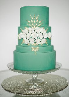 Mint green and gold cake #mintgreenweddings #weddingideas #weddingcakes