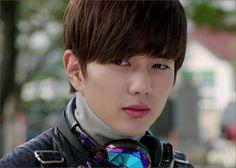 yoo seung ho shared by 𝐆𝐚𝐛𝐫𝐢𝐞𝐥𝐥𝐞 on We Heart It Yoo Seung Ho, Asian Actors, Korean Actors, Yuri, Robot, Choi Jin Hyuk, Kim Myung Soo, Daddy Long, Korean Drama Movies