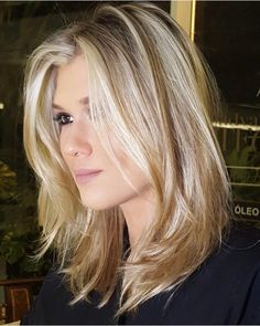 Top 25 Sizzling Medium Blonde Hairstyles 2019 To change this year . - Haar Frisuren - Top 25 Sizzling Medium Blonde Hairstyles 2019 To change this year . Blond Hairstyles, Straight Hairstyles, Hairstyles Videos, Female Hairstyles, Work Hairstyles, Hairstyles 2018, Pretty Hairstyles, Bob Hairstyle, Round Face Haircuts