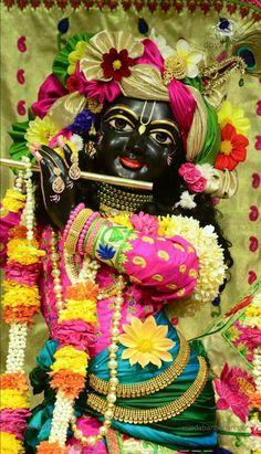 Hare krishna Lord Krishna Images, Radha Krishna Images, Krishna Pictures, Radha Krishna Love, Krishna Photos, Hare Krishna, Bhagwan Shri Krishna, Jai Shree Krishna, Radha Kishan