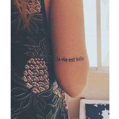 """""""A vida é bela"""", em francês. - Reprodução"""