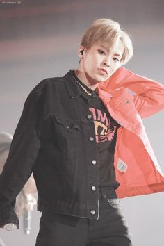 Find images and videos about exo, k-pop and baekhyun on We Heart It - the app to get lost in what you love. Baekhyun Chanyeol, Kim Minseok Exo, Exo Ot12, Park Chanyeol, Kpop Exo, Exo K, Kim Jong Dae, Kim Min Seok, K Pop