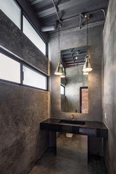 Industrial Toilets, Loft Industrial, Industrial Bathroom, Hospital Architecture, Interior And Exterior, Interior Design, Concrete Houses, Toilet Design, Home Decor
