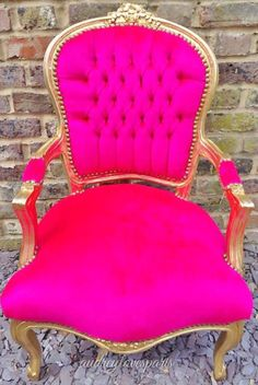 Hot pink and gold chair! Hot Pink Furniture, Funky Furniture, Furniture Design, Antique Armchairs, Everything Pink, Beauty Room, Barbie Dream House, Eames, Pink And Gold