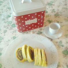 A good breakfast with chocolate roll and biscuits box by @maisondumonde