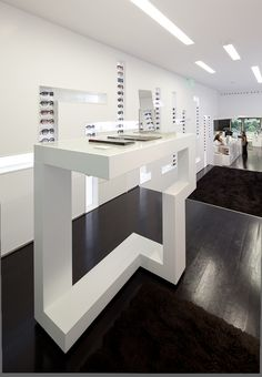 Optical Store in Lisbon / Jorge Sousa Santos