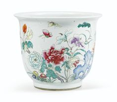 decorative | sotheby's Grande jardinière en porcelaine de Chine du XIXe siècle A PORCELAIN JARDINIÈRE, CHINA, 19TH CENTURY