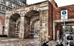 #milano #milano_lovers #milanodavedere #milanodaclick #loves_united_nature #loves_united_lombardia #loves_united_milano #loves_milano #vivomilano #vivolombardia #design #designporn #architecture #architecturelovers #architectureporn #arte #artelove #artelovers #cattolica  #university #universitastatale #bestoftheday #picoftheday #igersmilano #ig_milano #portanuova by la_dandi