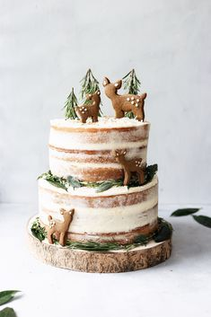 vegan lemon elderflower cake with chai spice biscuits . cake Lemon & Elderflower Cake with Chai Spice Biscuits - Cupful of Kale Vegan Cake, Vegan Desserts, Raw Vegan Cheesecake, Vegan Lemon Cake, Holiday Baking, Christmas Baking, Bolo Cake, Tier Cake, Torte Cake