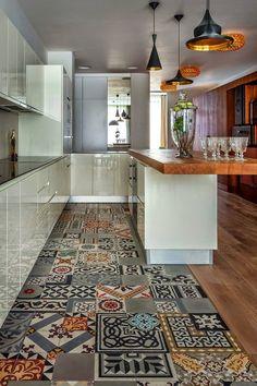 Os pisos são as estrelas dessas cozinhas: