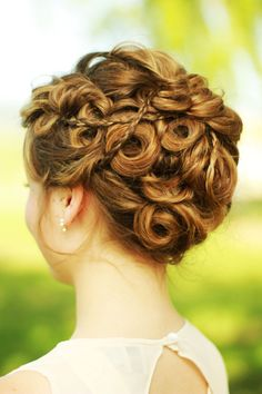 This makes me think of Katniss' hair in the Hunger Games (book).