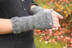 Mrs. Fitz's Fingerless Mitts Free Knitting Pattern   Outlander Inspired Knitting Patterns at http://intheloopknitting.com/outlander-inspired-knitting-patterns/