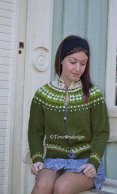 Ravelry: Skogstjerner pattern by Tone Loeng Lace Knitting, Knitting Patterns, Knitting Ideas, Fair Isle Pattern, Crochet Cardigan, Diy Crochet, Crochet Clothes, Mantel, Christmas Sweaters